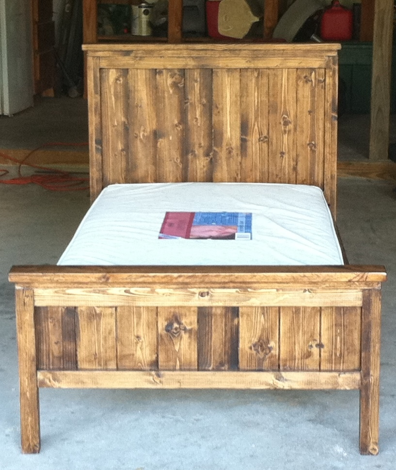 Farmhouse Toddler Bed - DIY Projects