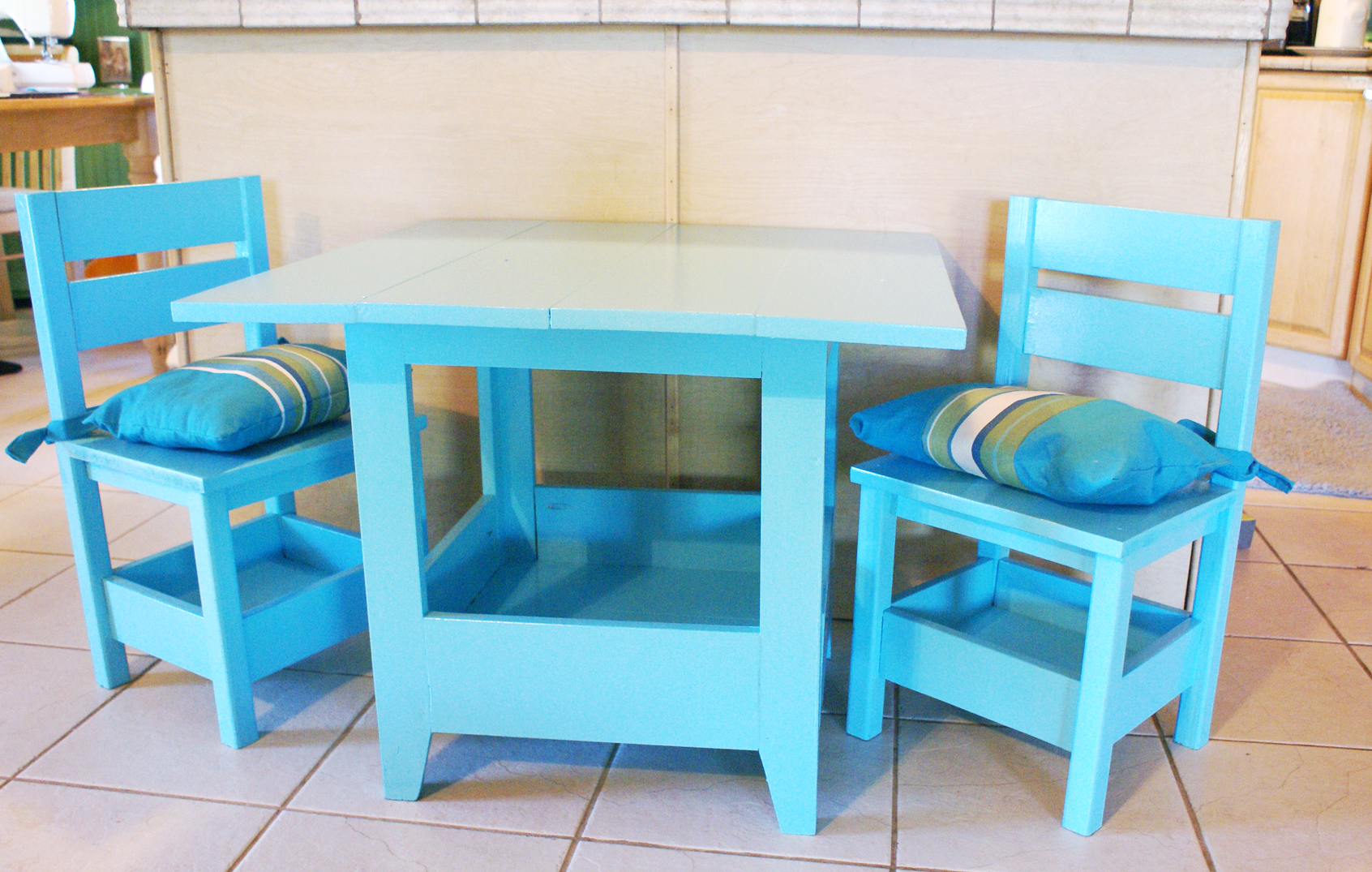 Ana White Square Top Storage Table Amp Chairs Diy Projects