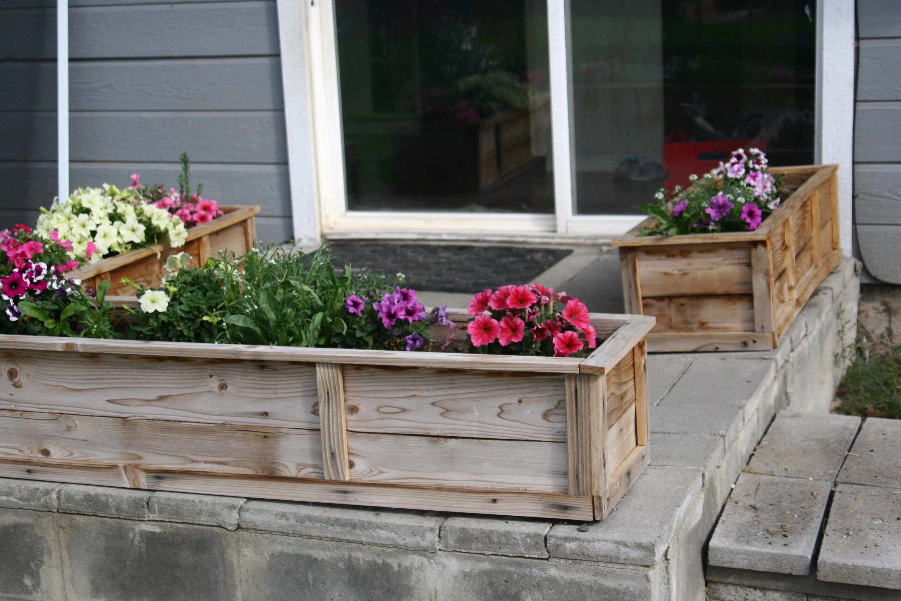 Raised flower beds 6 spectacular raised bed design ideas for Raised flower bed plans