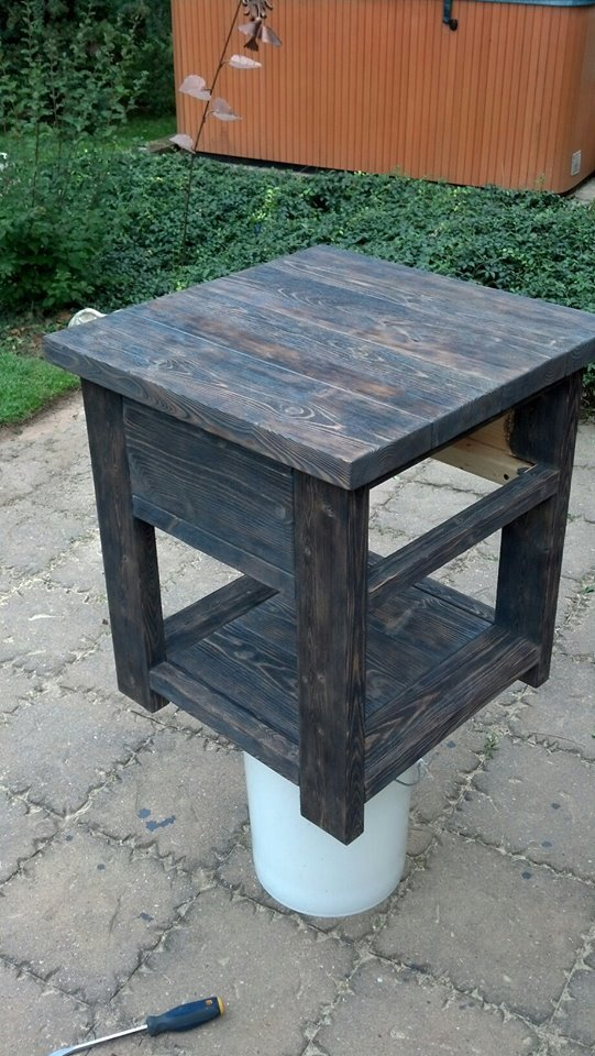 End Table With Drawer. - DIY Projects