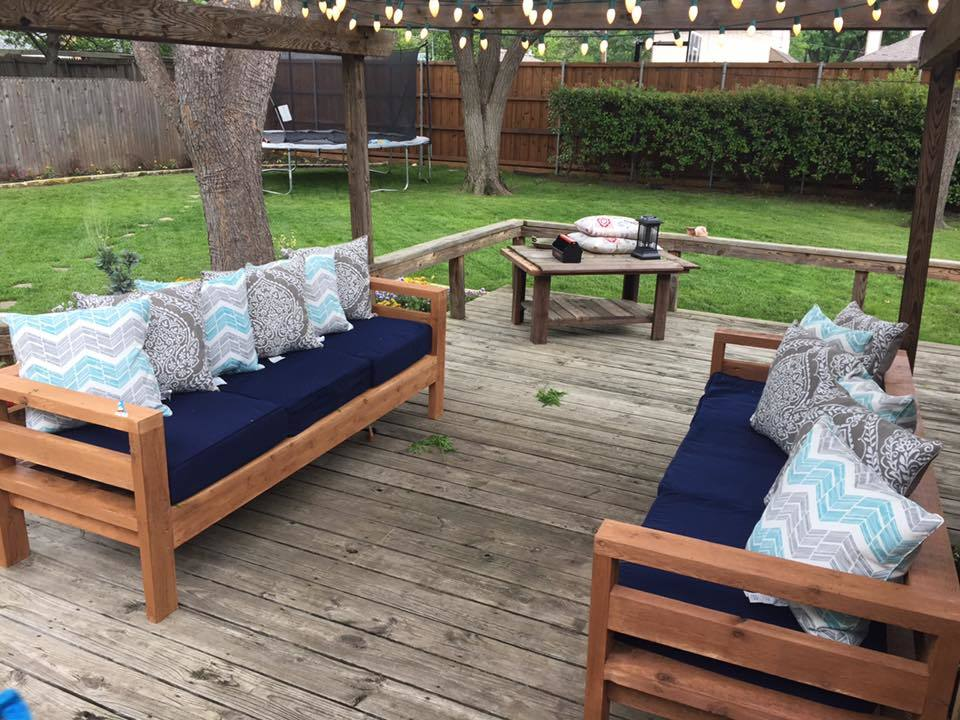 Outdoor 2x4 Sofas - DIY Projects