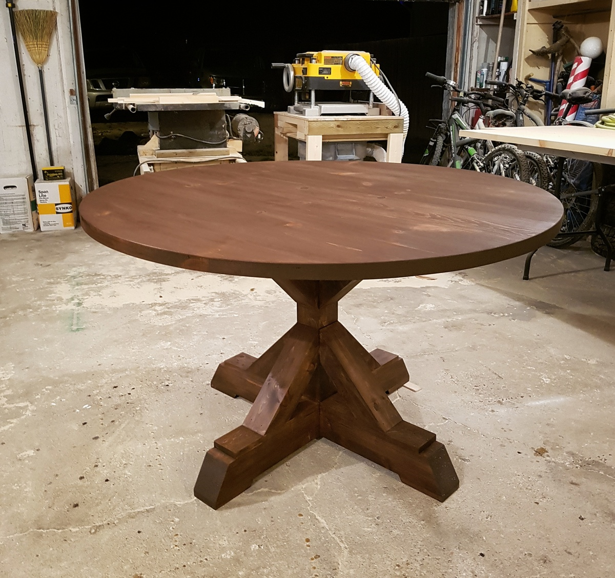 Ana white round x base table diy projects for Ana white router table
