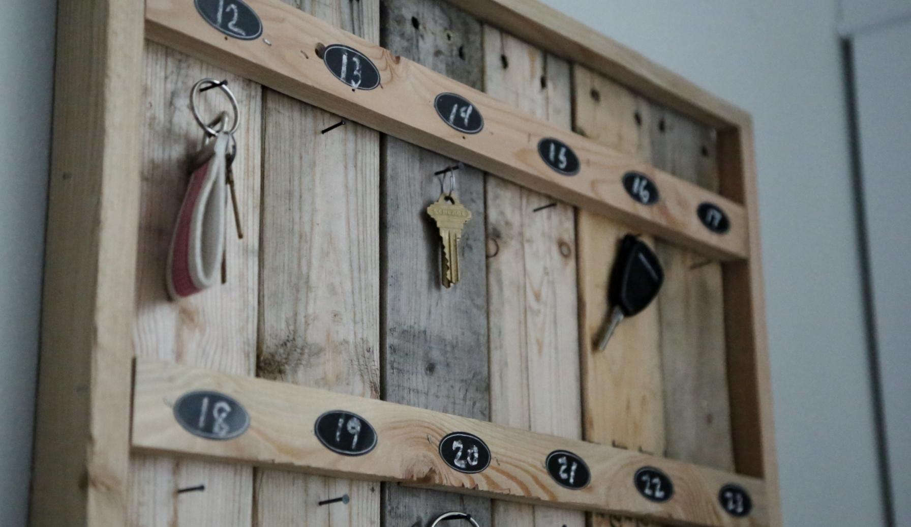 Reclaimed Wood Pallet Hotel Key Rack Ana White