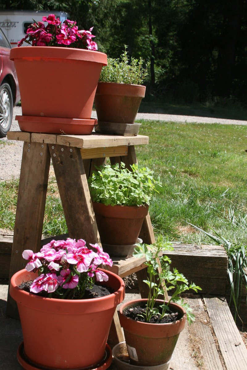 30 Built It Yourself Log Cabin Plans I Absolutely Like: Cute Ladder Plant Stand - DIY Projects