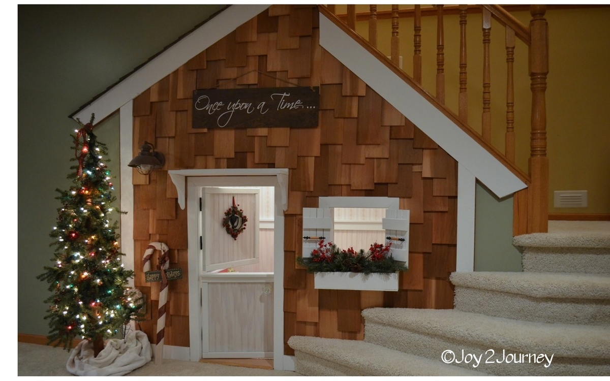 Ana white under the stairs playhouse diy projects for Diy indoor playhouse