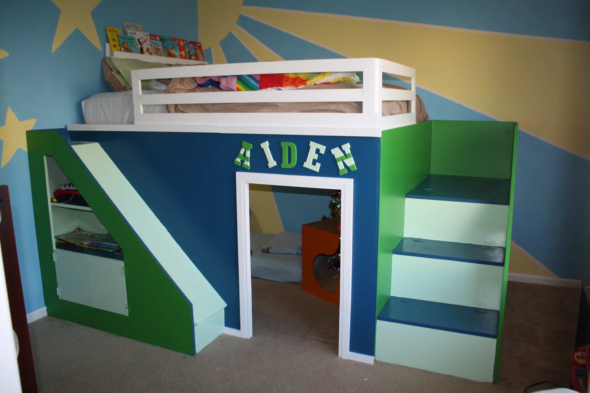 Ana white my first build queen size playhouse loft bed 2 twin beds make a queen