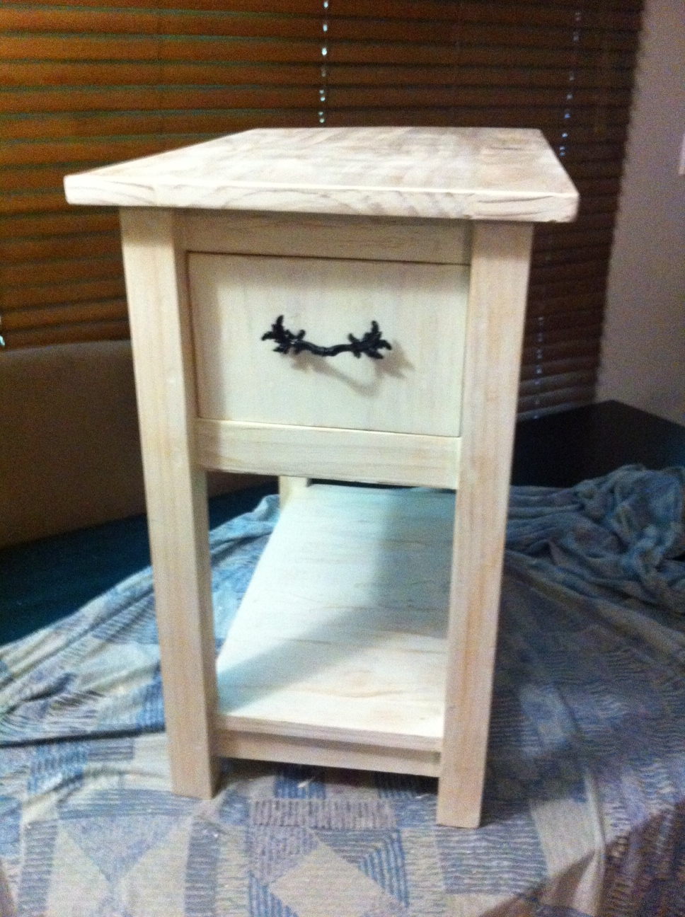 Ana White Cottage End Table Modified Slightly Diy Projects