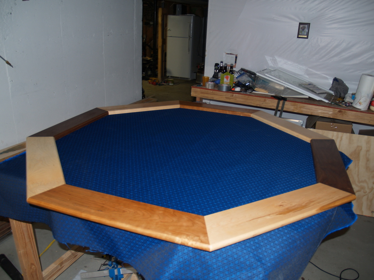 Superbe Poker Table With Hiding Beverage Holder