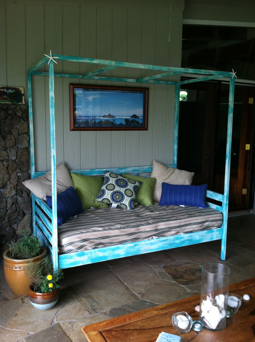 Ana white outdoor day bed with canopy diy projects for Outdoor pallet daybed