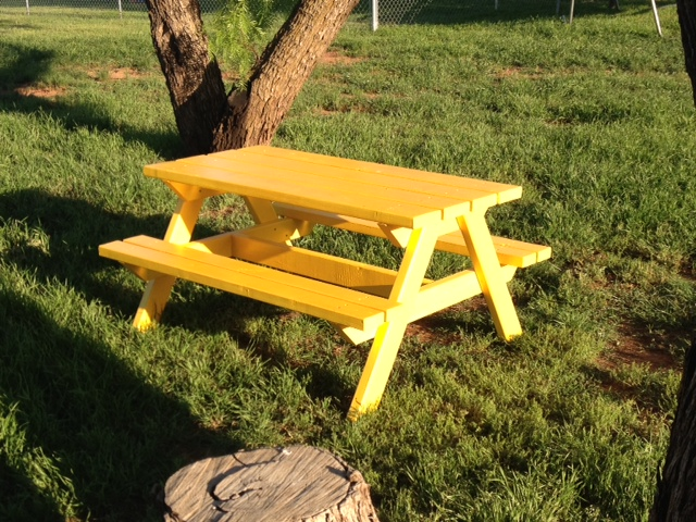 Ana White Bigger Kids Picnic Table DIY Projects - Picnic table paint colors