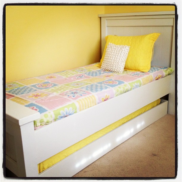 Ana white twin farmhouse with trundle diy projects for Farmhouse bed plans