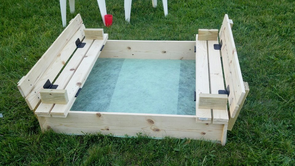 covered sandbox with built in seats - Sandbox Design Ideas