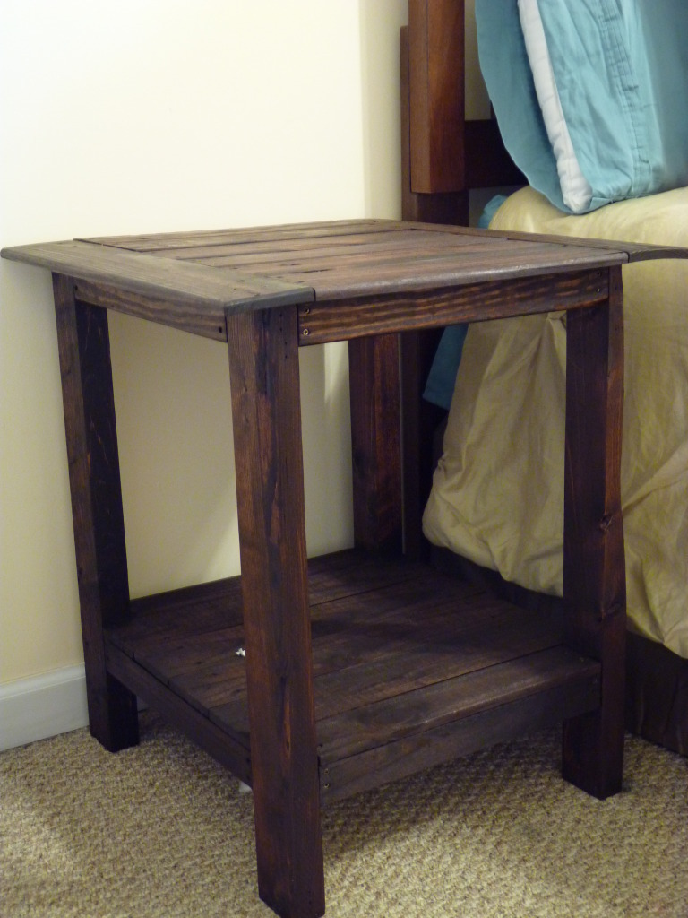 Ana white tryed side table with shelf diy projects for Pallet end table