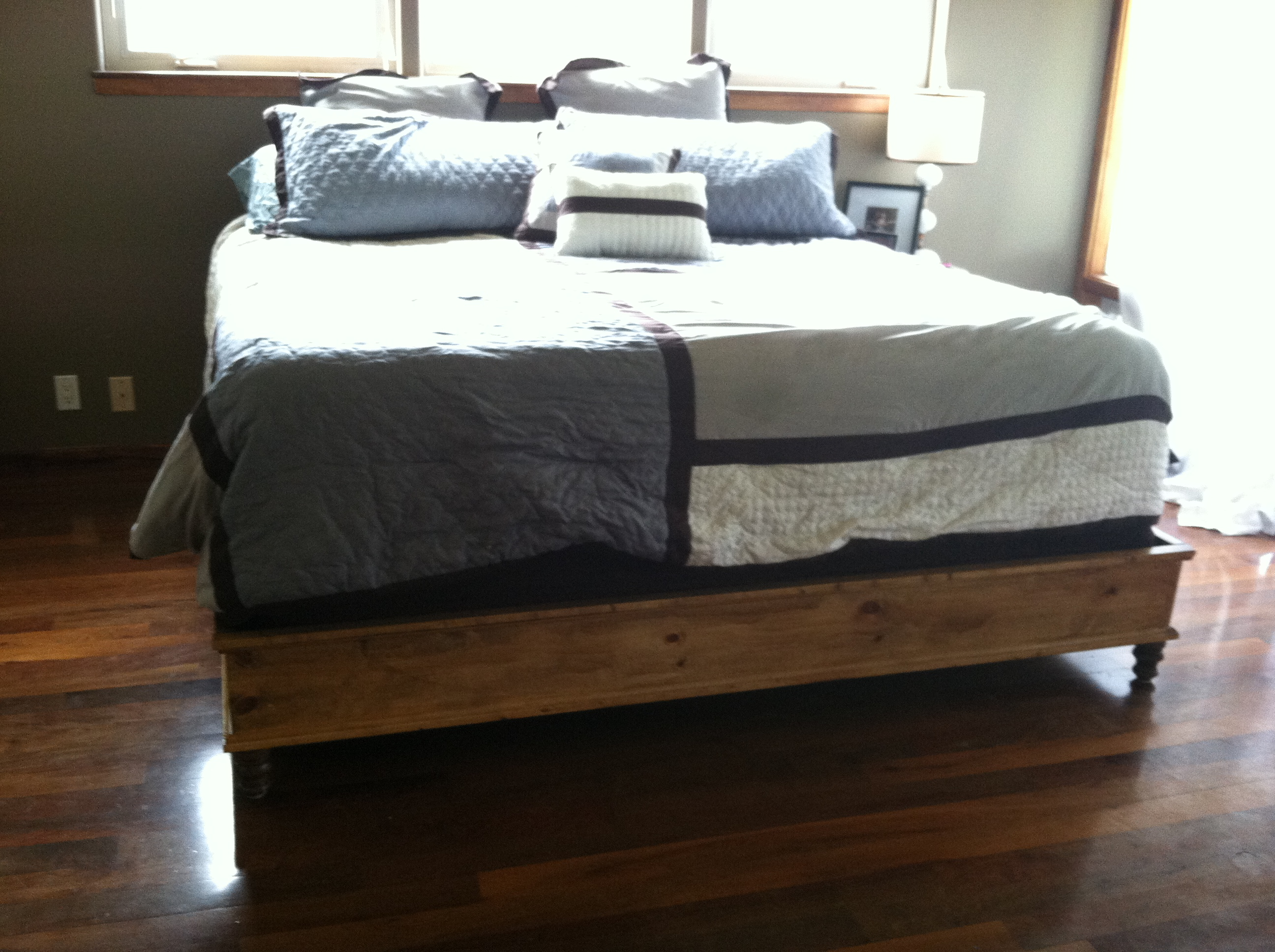 ana white king size platform bed diy projects. Black Bedroom Furniture Sets. Home Design Ideas