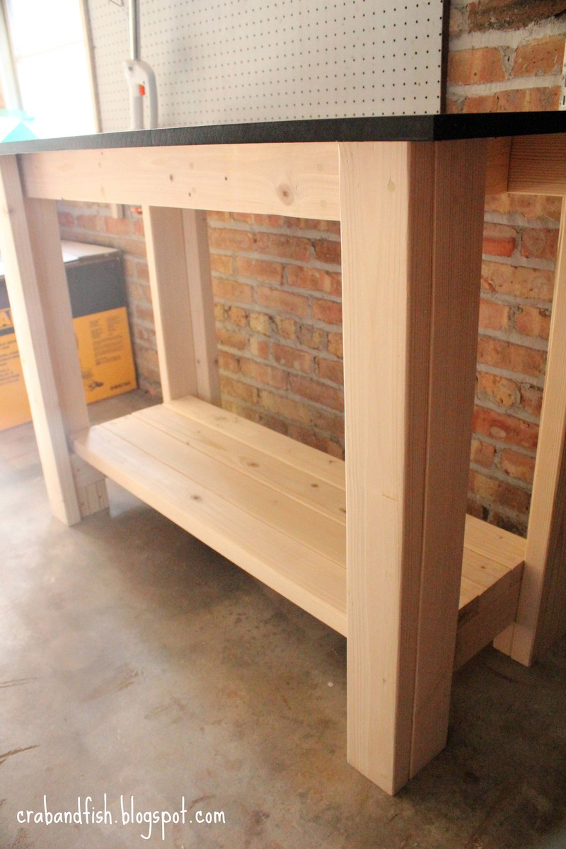Do it yourself workbench plans here garan wood desk for Apartment workbench plans