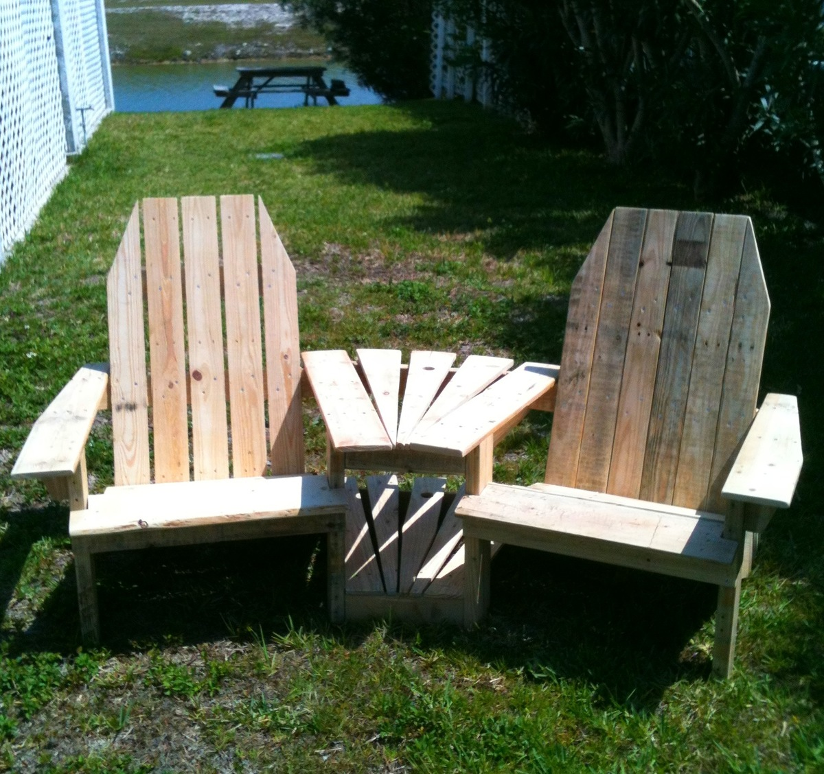 Pallet Chair: Double Pallirondack Settee - DIY Projects
