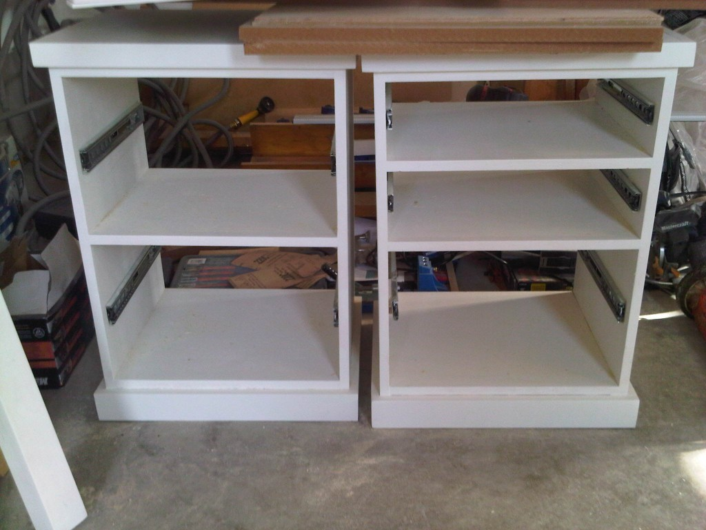 Diy diy corner desk hutch plans free for Diy hutch plans
