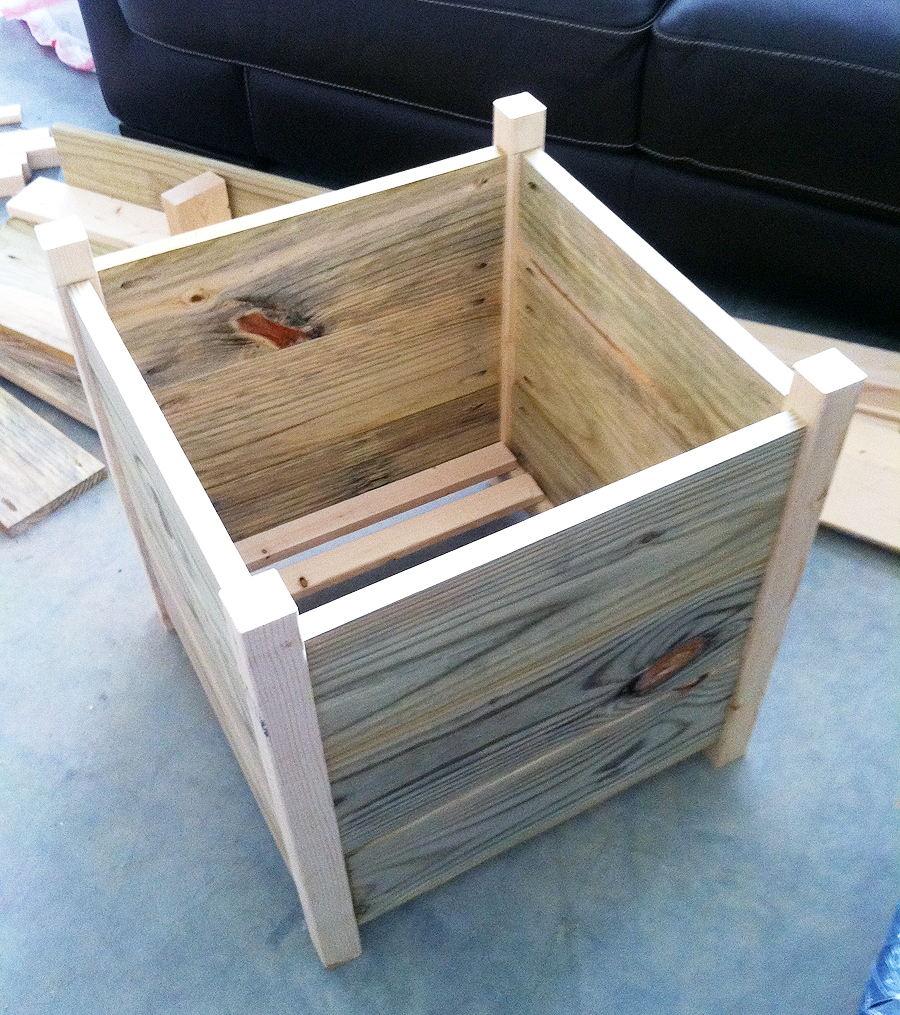 Do It Yourself Home Design: Outdoor Box Planters - DIY Projects