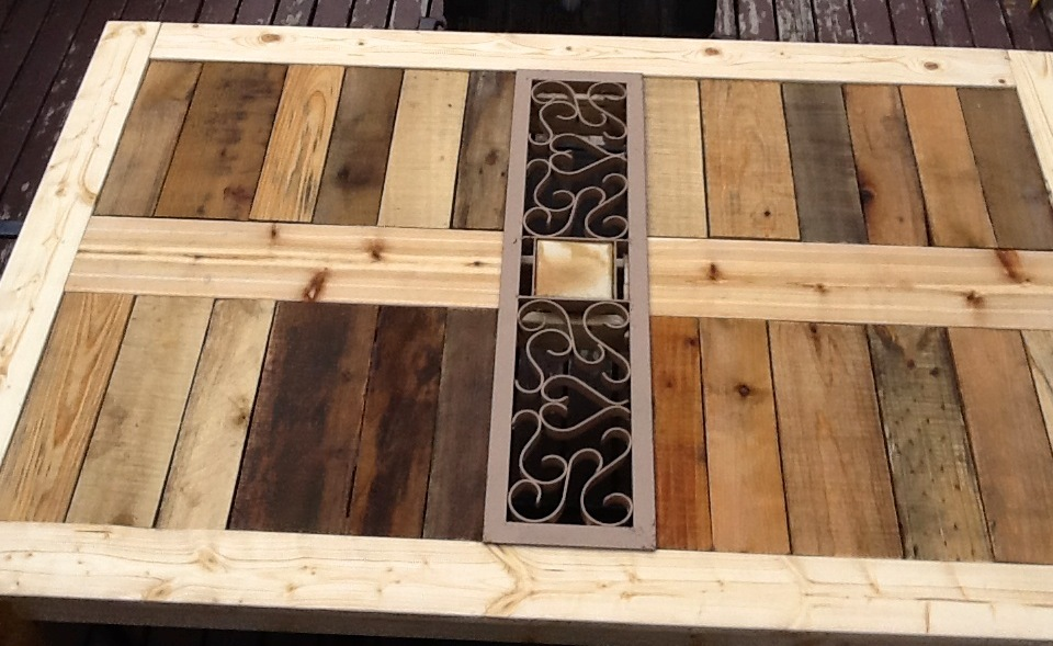 Ana white modified outdoor pallet patio table diy projects for Pallet furniture projects