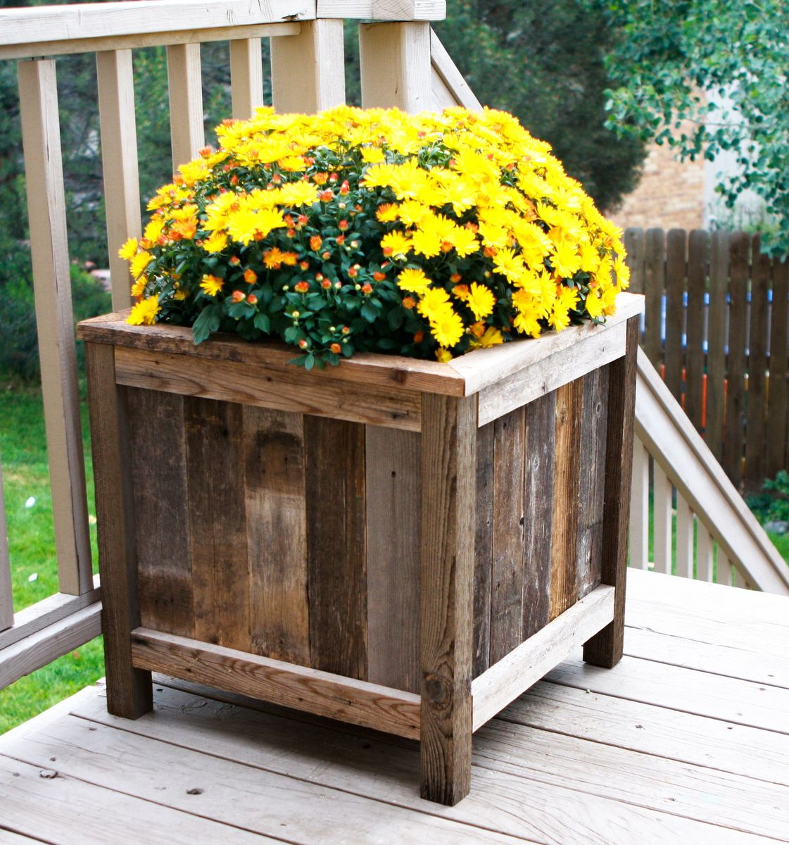 beautiful reclaimed wood planter box made by a reader with yellow flowers