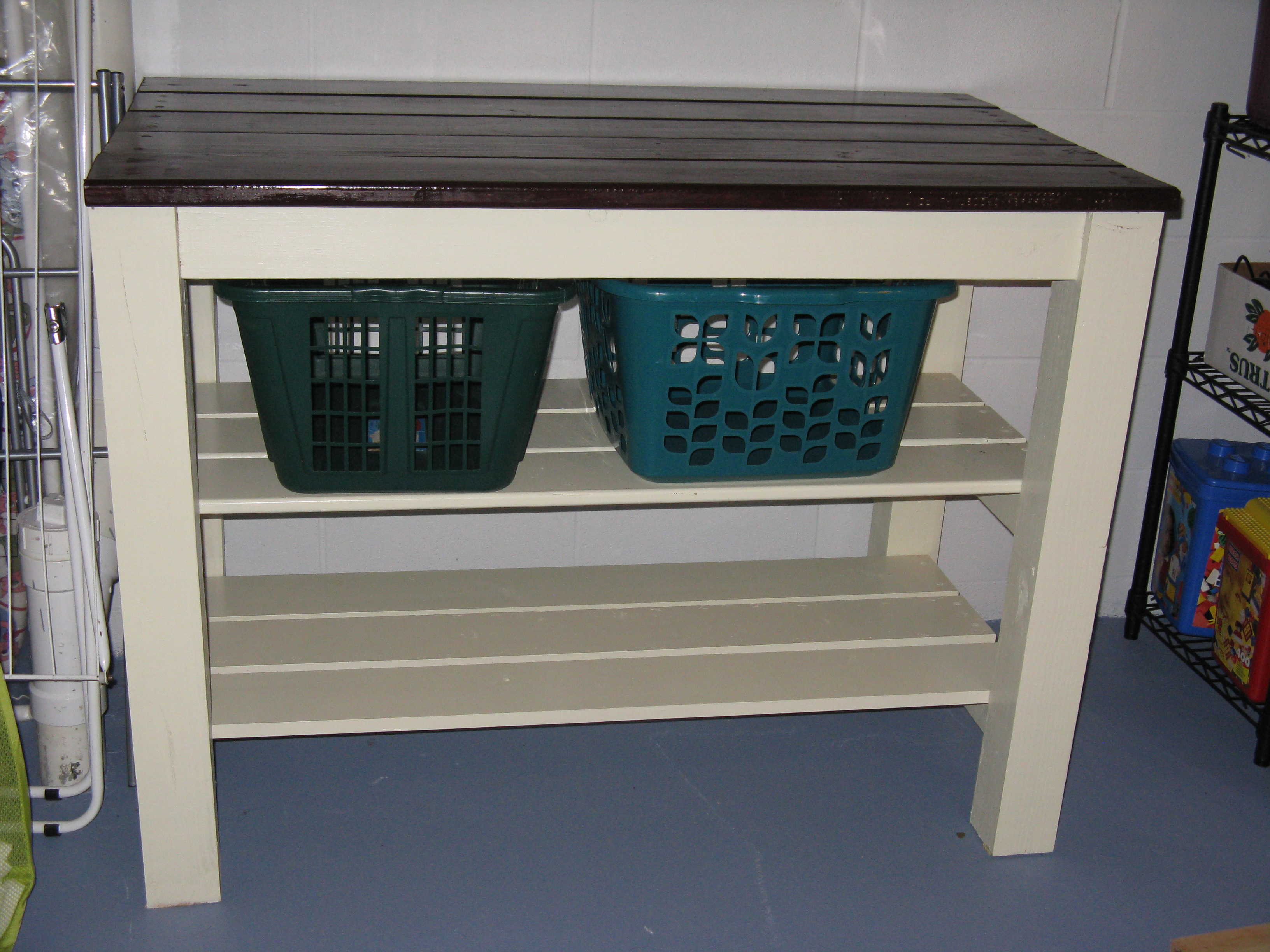 Laundry area table | Do It Yourself Home Projects from Ana White
