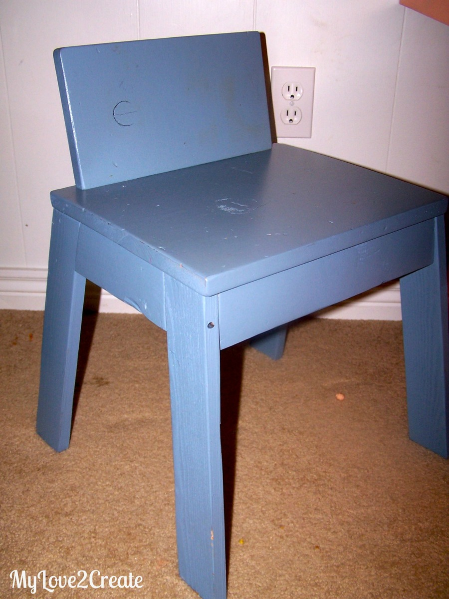 Kids Table And Chairs With Storage