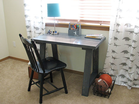 Ana white simple small trestle desk diy projects for Easy diy desk