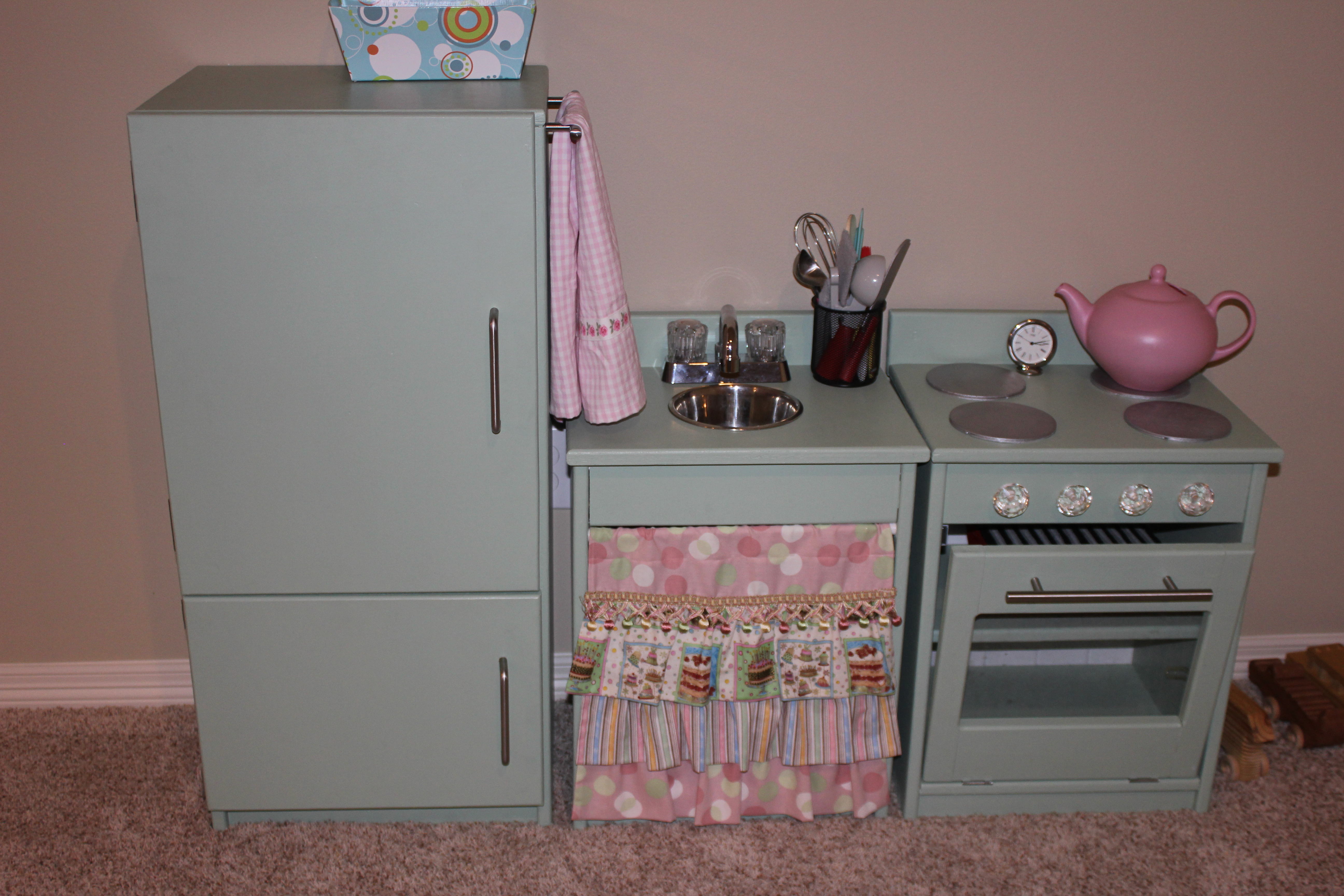 Do It Yourself Home Design: Retro Play Kitchen - DIY Projects