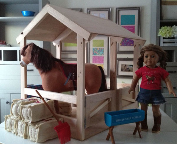 how to make a toy horse stable out of cardboard