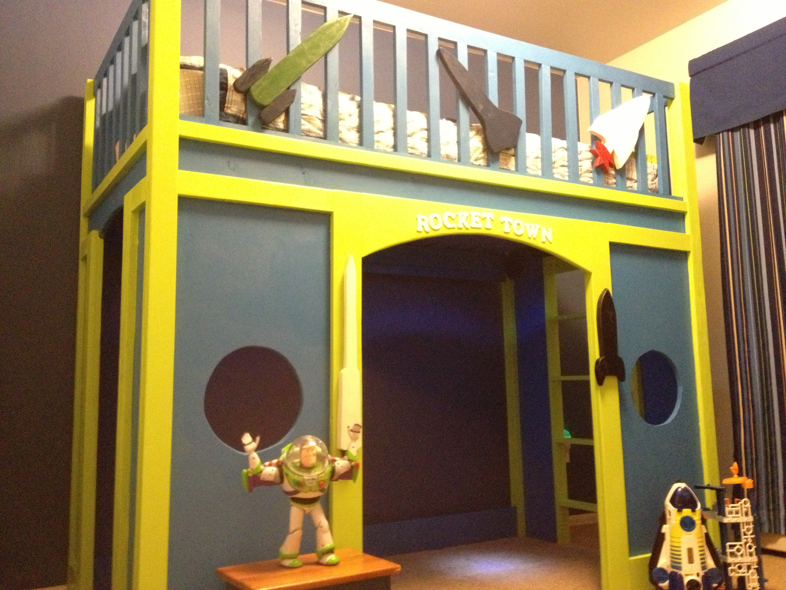 Ana White Rocket Town Loft Bed Diy Projects