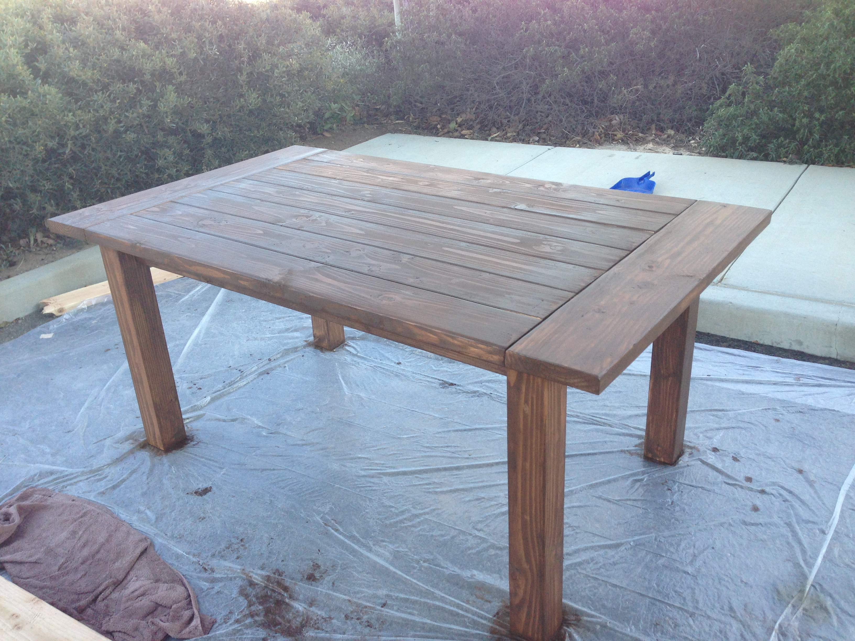 Ana White | Farmhouse Table - No stretcher - DIY Projects