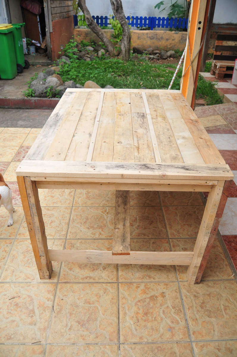 Ana white farmhouse table wooden pallets diy projects for Pallet furniture projects