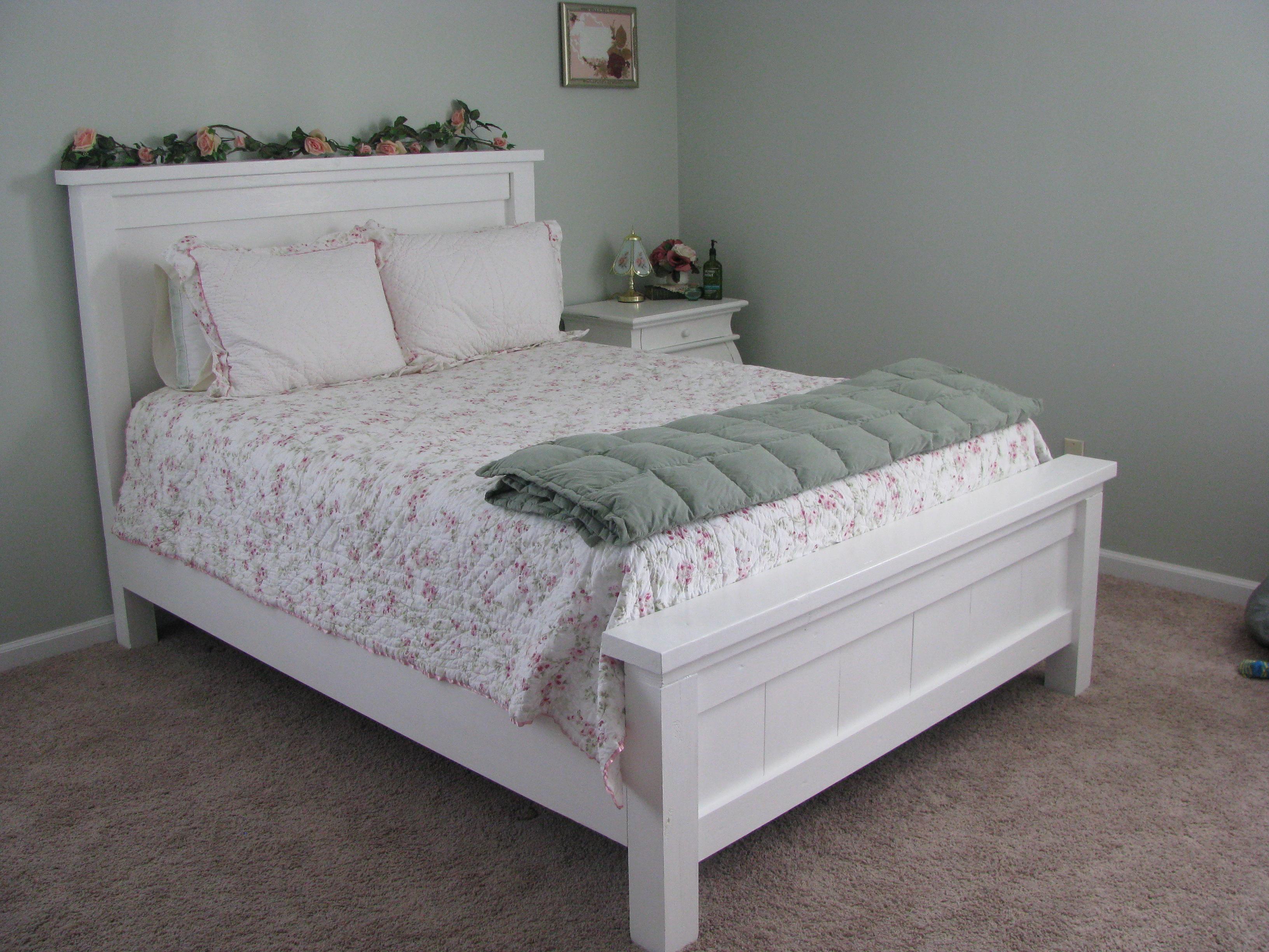 Ana white shabby chic farmhouse bed diy projects for Shabby chic farmhouse