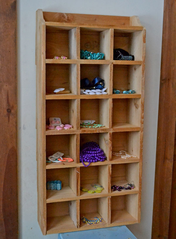 Ana white 10 cedar cubby shelf diy projects for Easy diy wall shelf