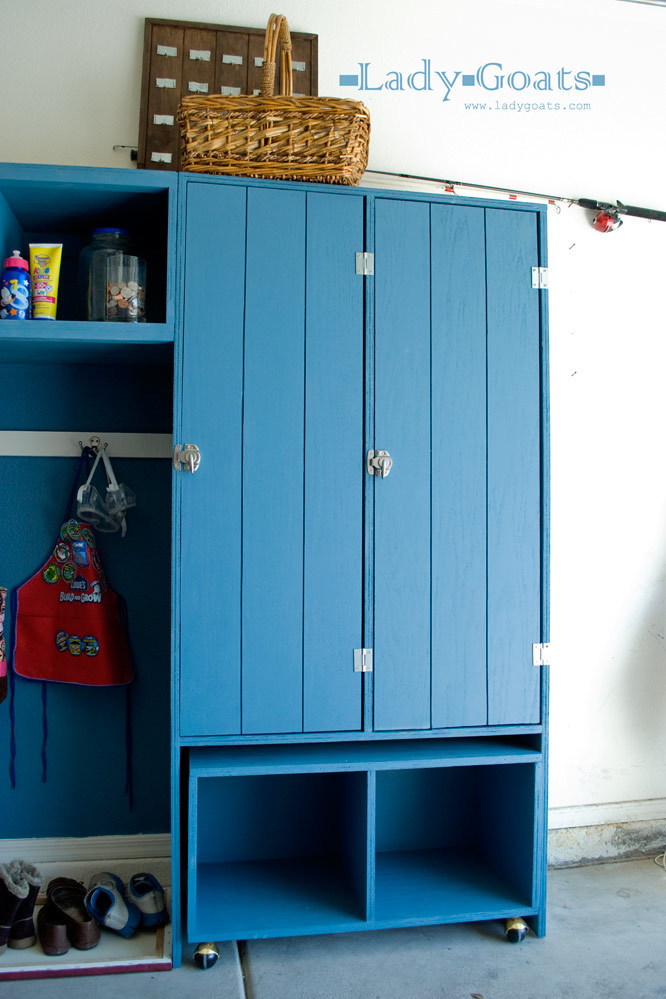 Modular Family Entryway Mudroom System Pullout Rolling Bench Cart