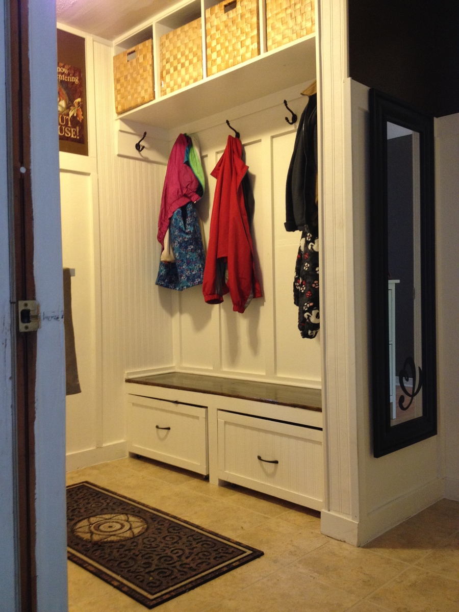 Ana white a twist on modular family entryway mudroom for Entryway mudroom bench