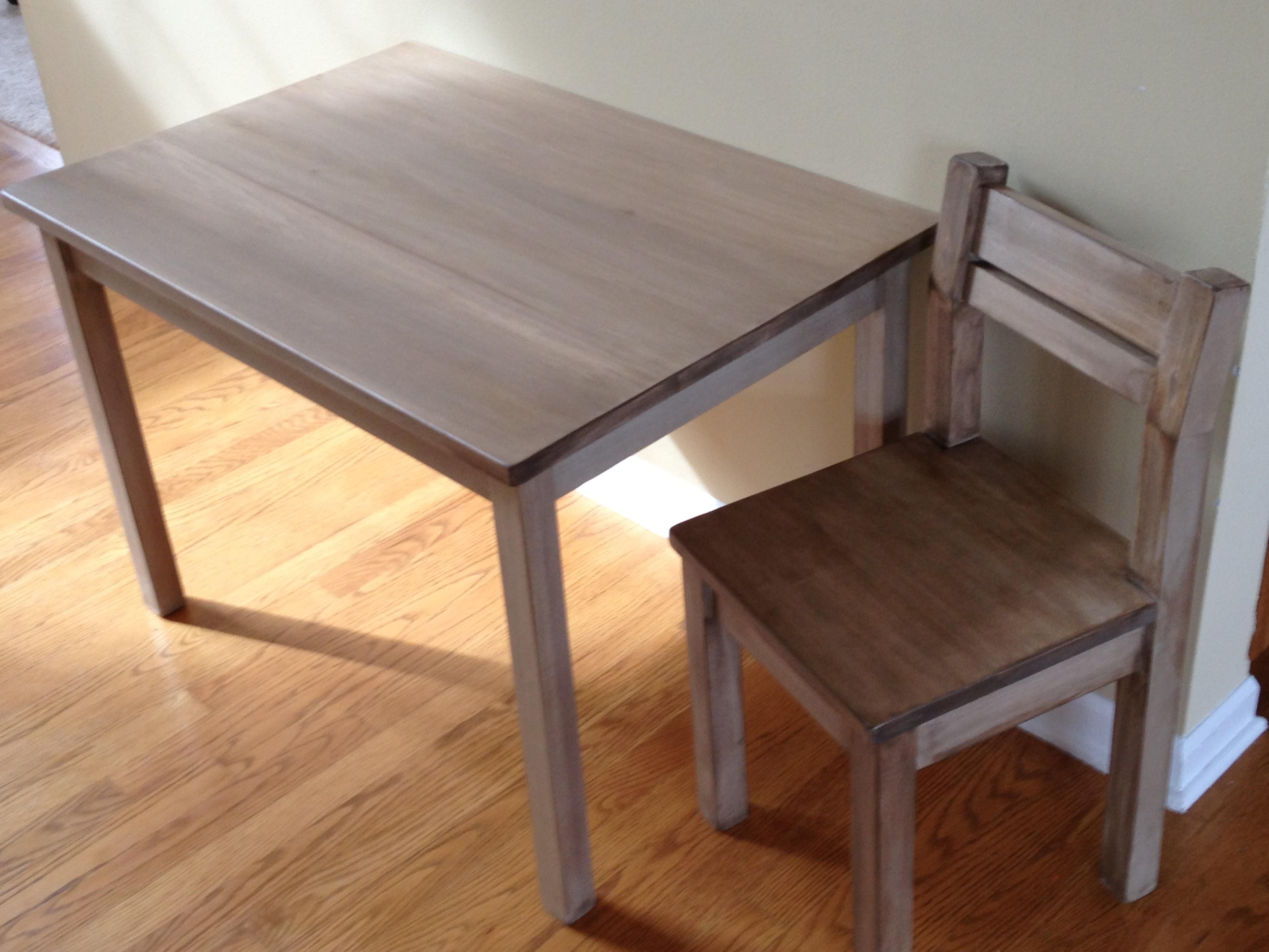 Clara Table And Chair