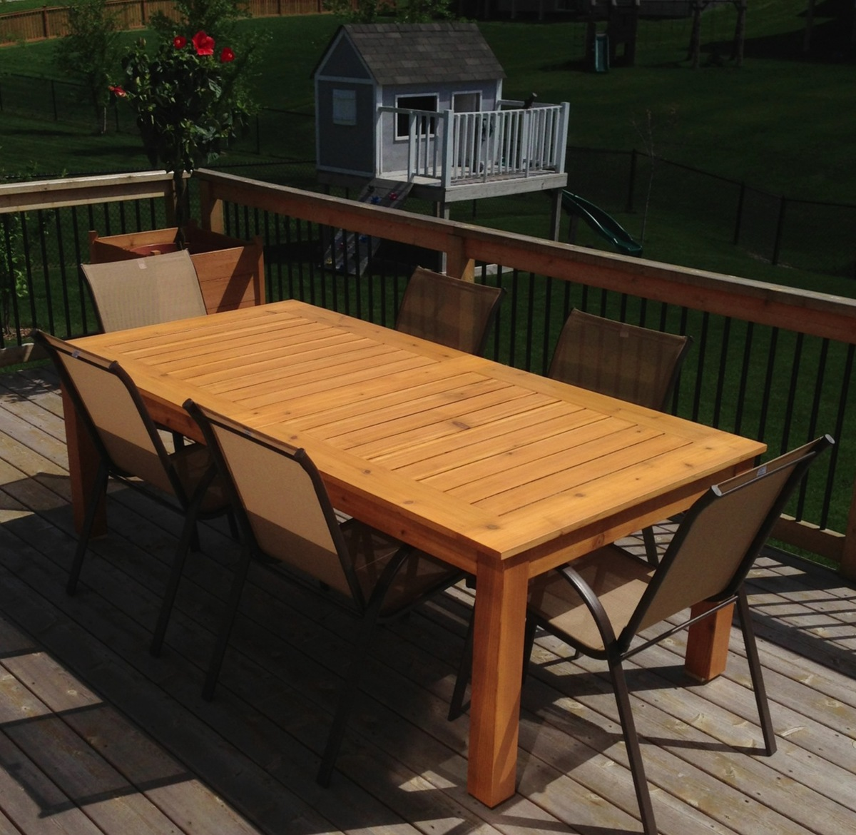 Simple Outdoor Kitchens: Simple Outdoor Table - DIY Projects
