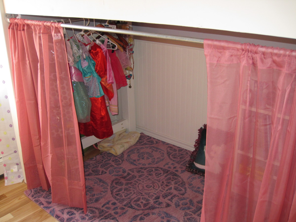 Junior Bunk Bed With Curtains And Dress Area