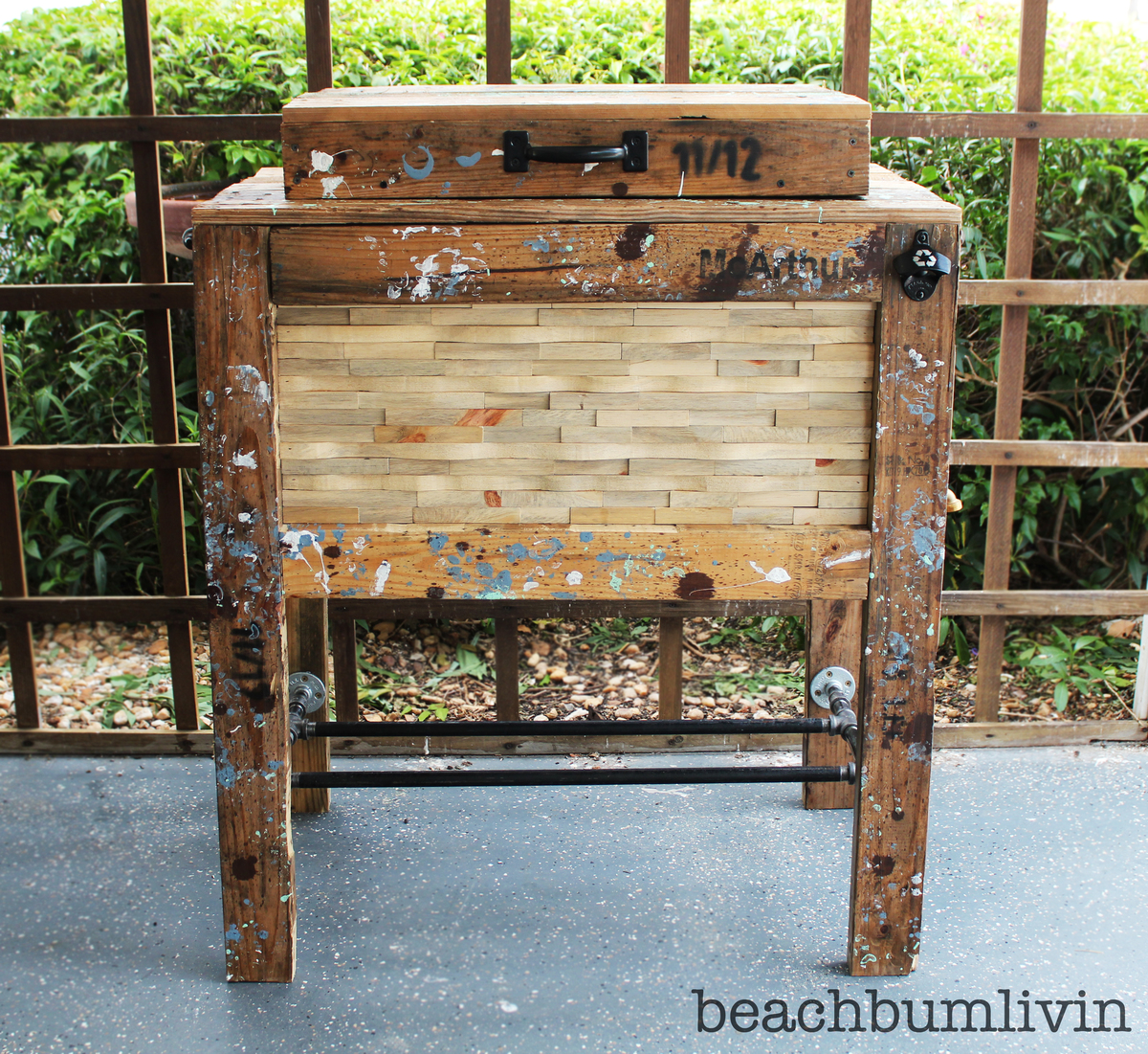 Rustic Wood Cooler Box Made From Pallets