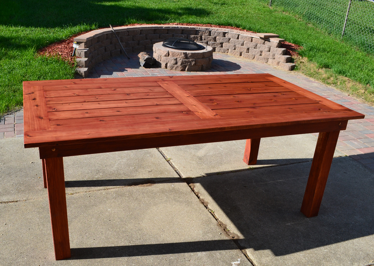 Ana white beautiful cedar patio table diy projects - Mesas de jardin de madera ...