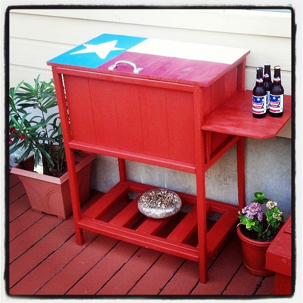 Do It Yourself Home Design: Texas Size Wooden Cooler - DIY Projects
