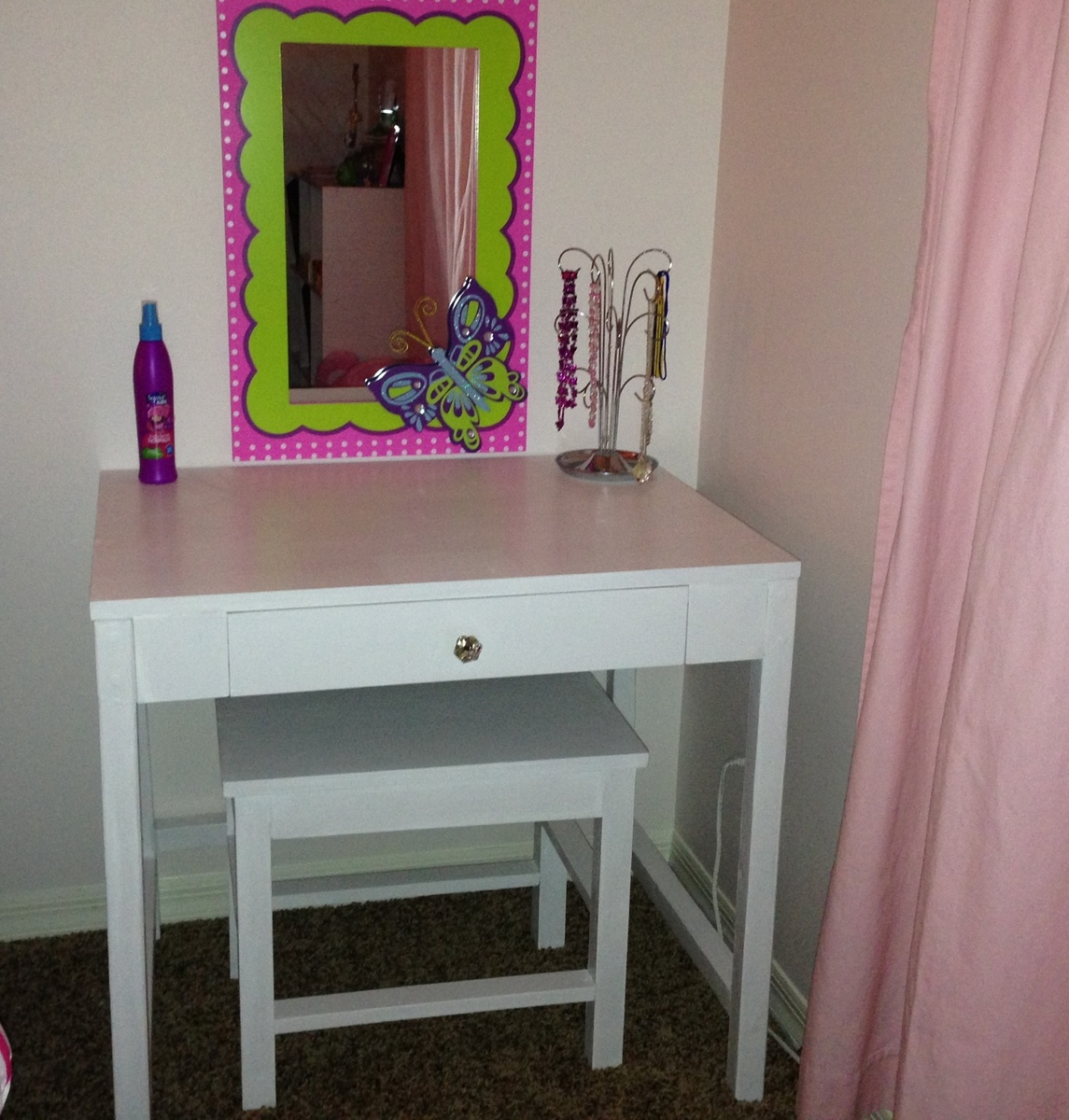 Ana White Cubby Desk Turned Kid S Vanity Diy Projects