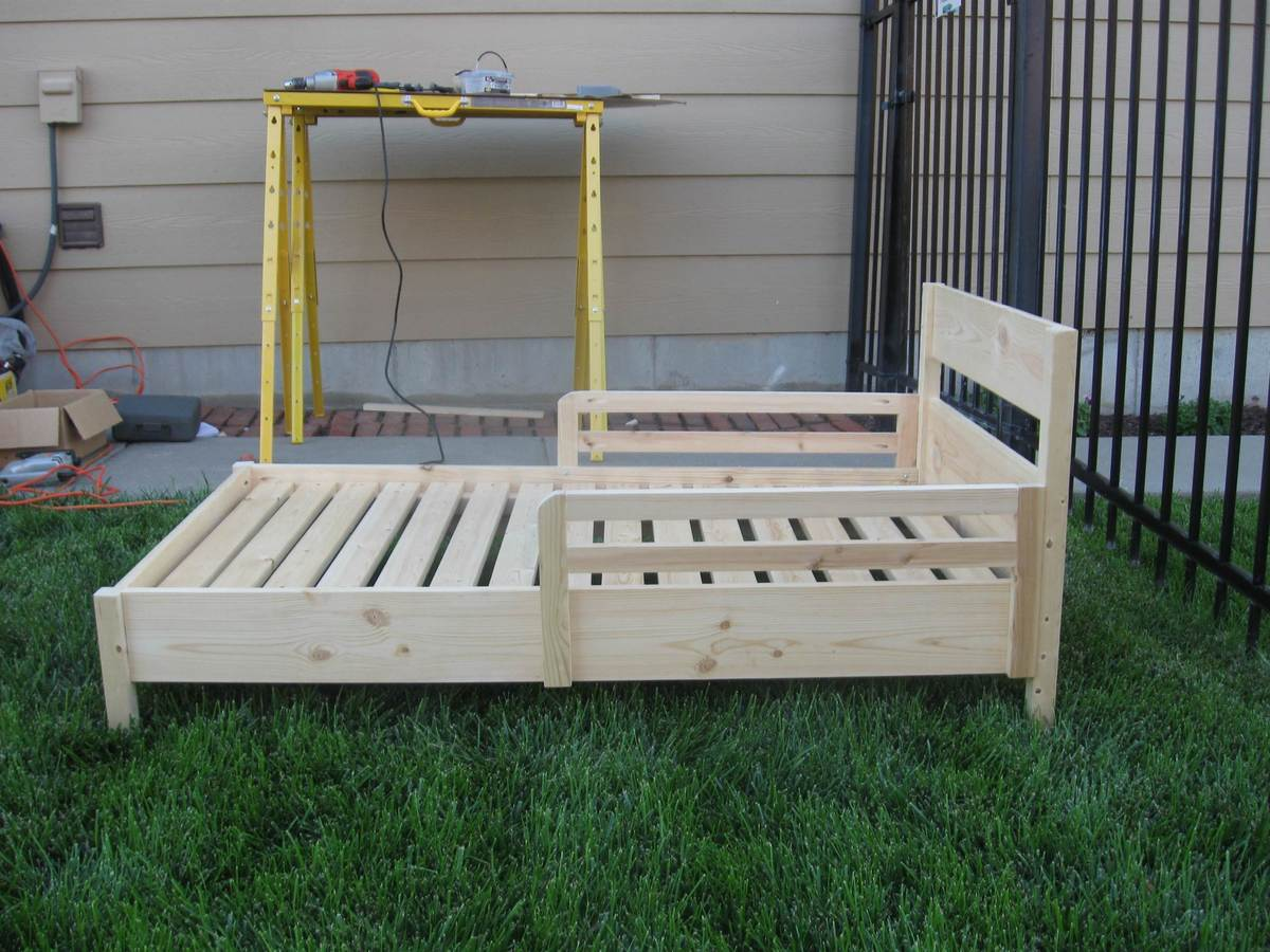 Ana White   Traditional Toddler Bed with a few changes ...