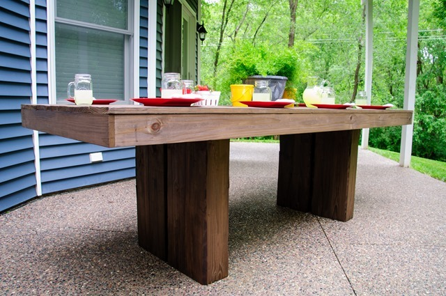 For more information and TONS more photos go to  http://decorandthedog.blogspot.com/2013/06/diy-outdoor-patio-table.html - Ana White Modern Outdoor Patio Table - DIY Projects