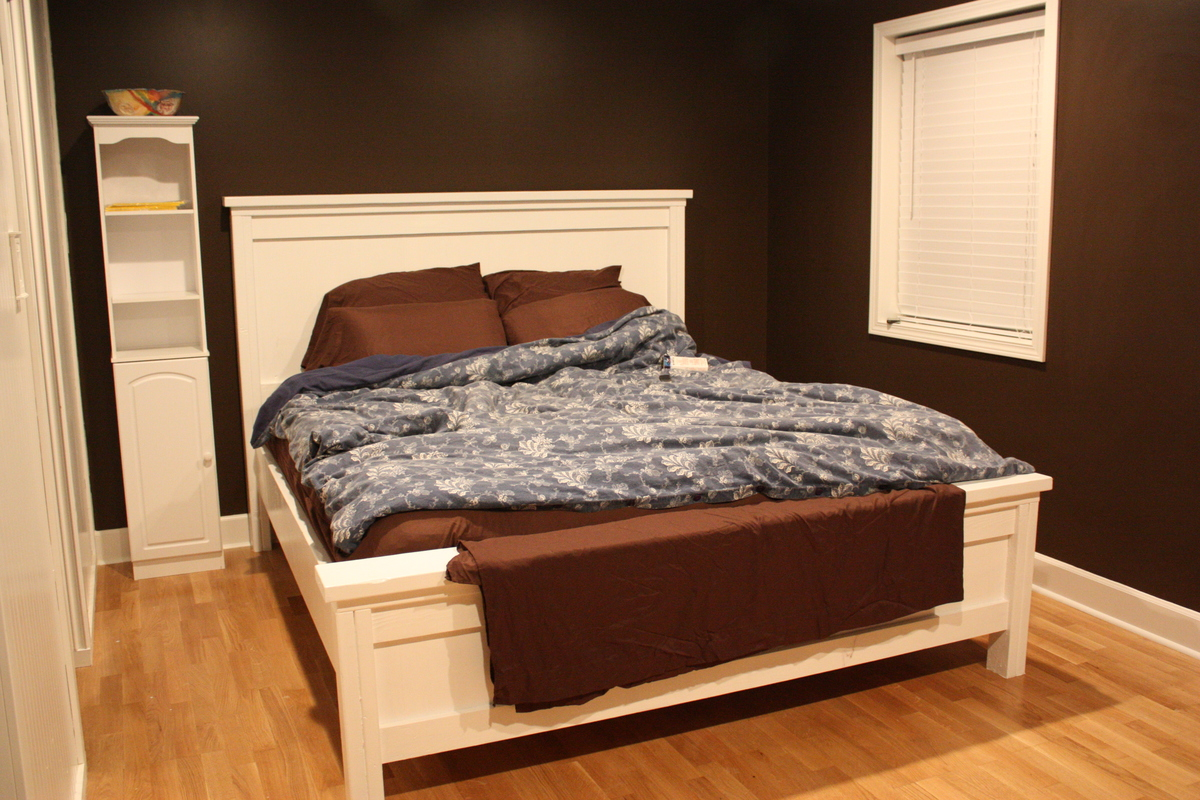 Ana White   Cal King Farmhouse bed   DIY Projects