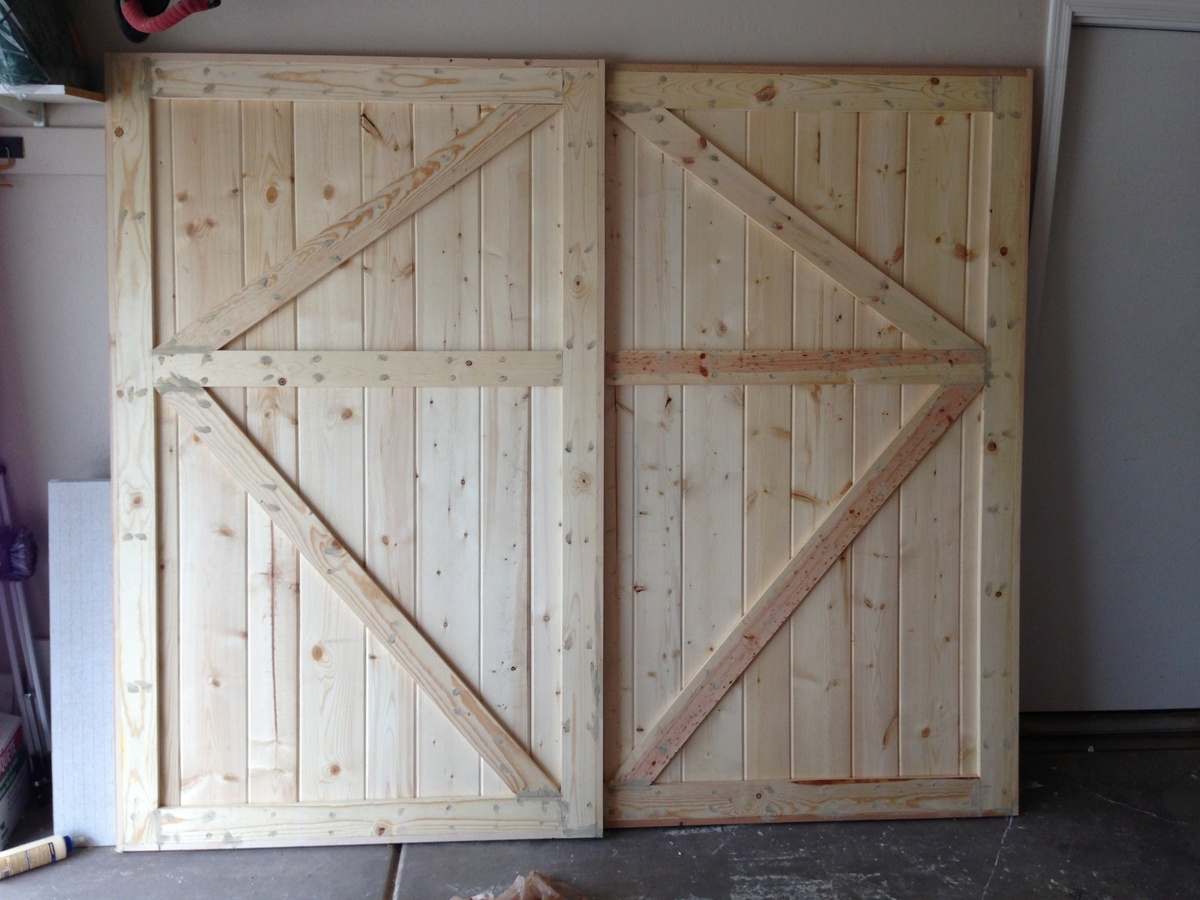 Ana white barn door closet doors diy projects for Barn door closet door ideas