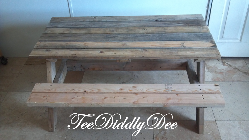 How to build a kid size picnic table out of old recycled pallets | Do ...