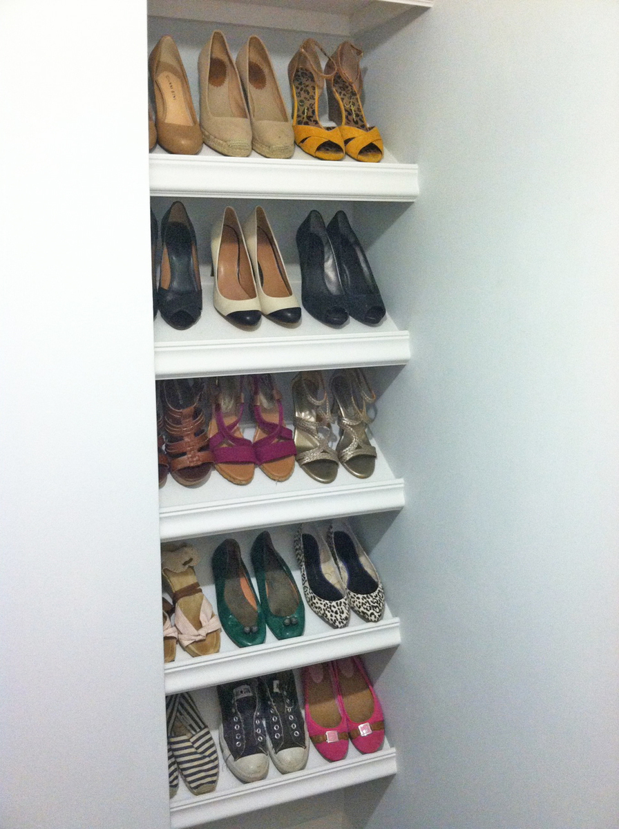 Diy slanted shoe shelf plans plans free for Diy wall shelves for shoes