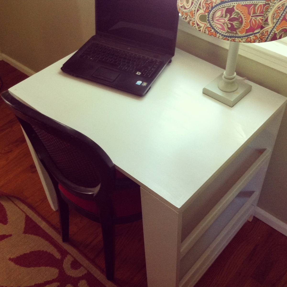 Ana white modified small desk for my niece diy projects modified small desk for my niece solutioingenieria Images